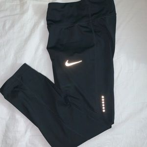 Nike Dry-Fit Cropped Leggings